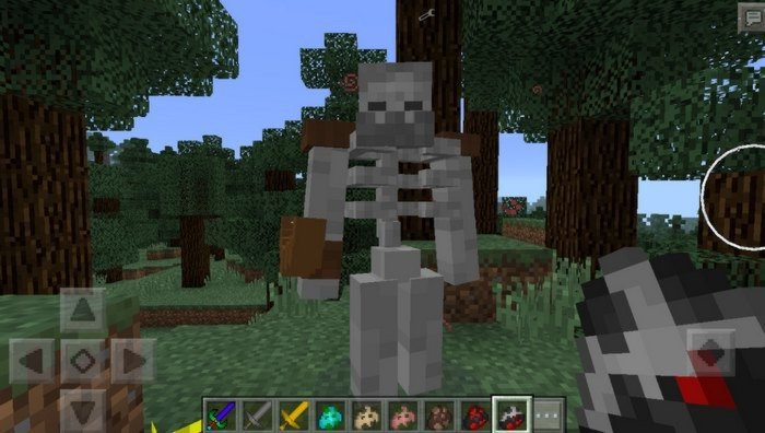 A big and scary skeleton in Pocket Edition