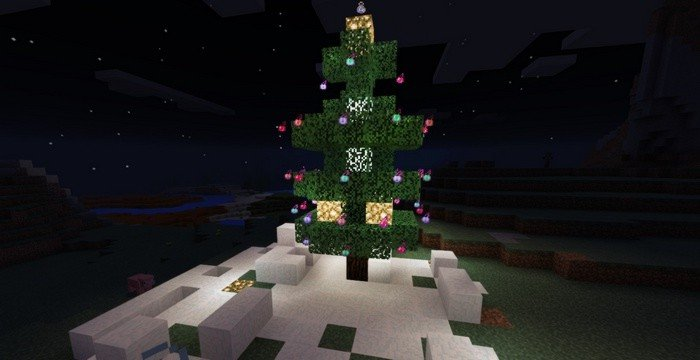 Christmas tree with lights, built in Minecraft PE